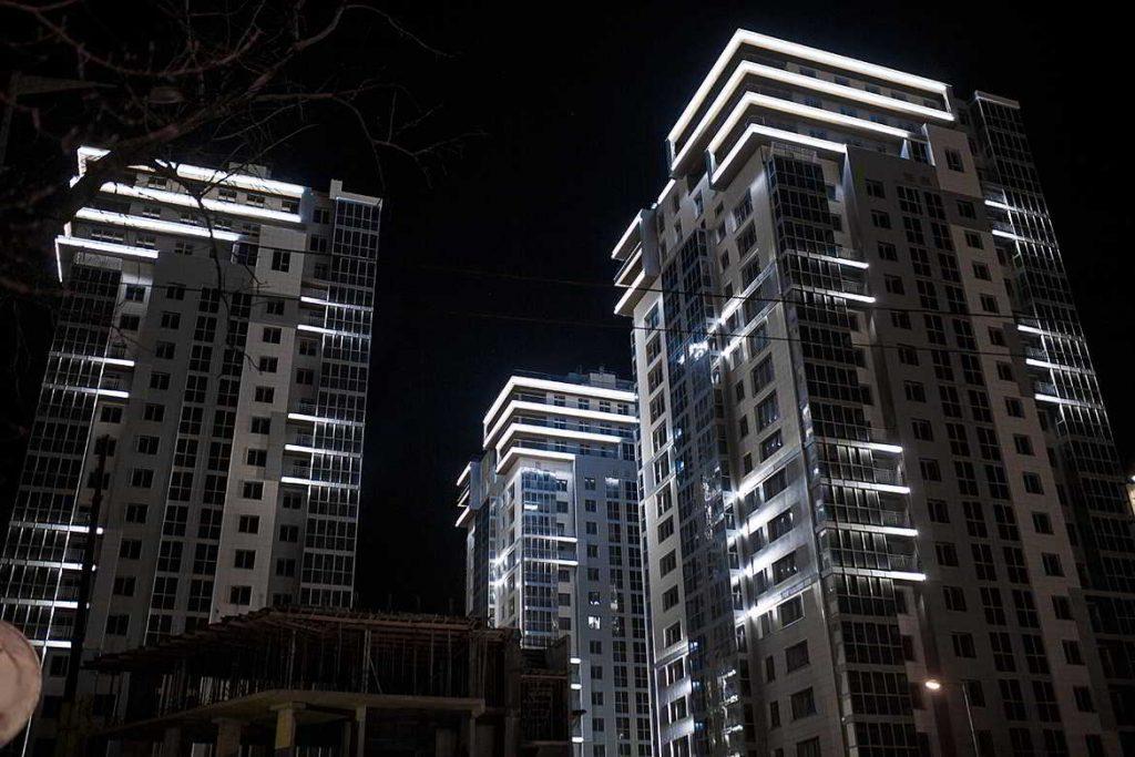 Фасадное освещение жилого комплекса